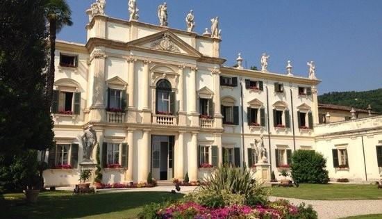 villa-mosconi-bertani-550x412
